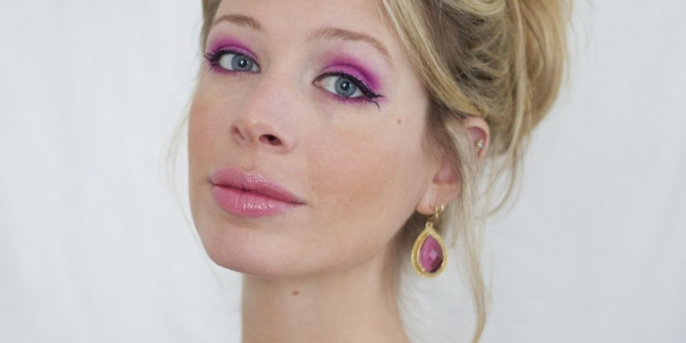 How-To: Electric Pink Eye Shadow