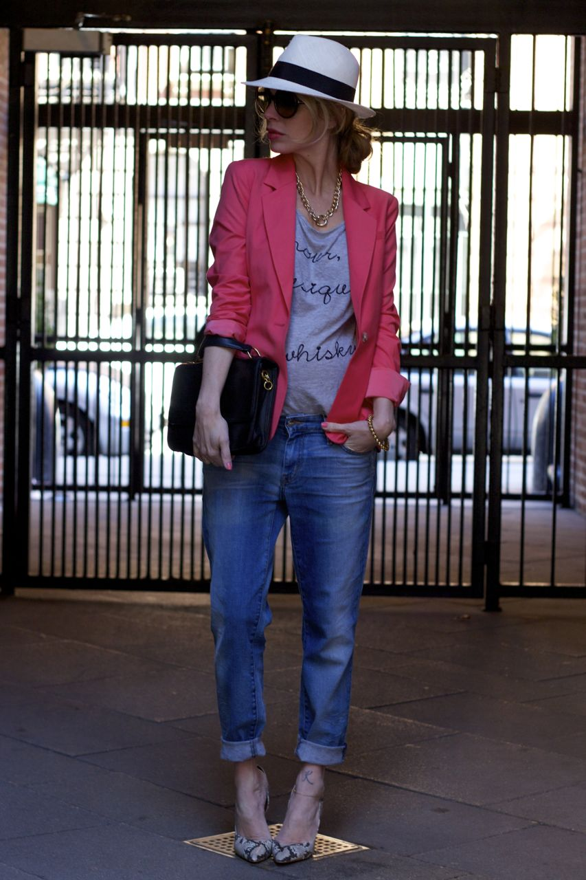 4c5fe3a1e4915 second trimester fashion · pink blazer · koral jeans · blazer and jeans · wear  jeans while pregnant