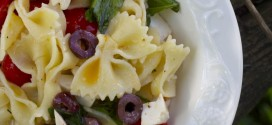 Pasta With Ricotta, Olives & Tomatoes