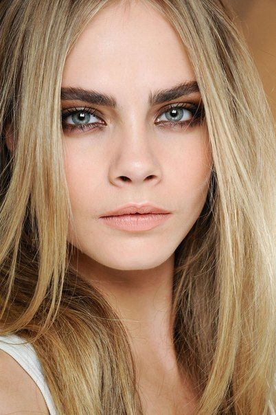 cara delevingne makeup smoky eye pale lip
