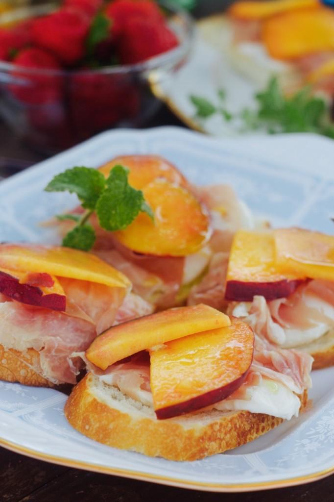 crostini mozzarella peach prosciutto