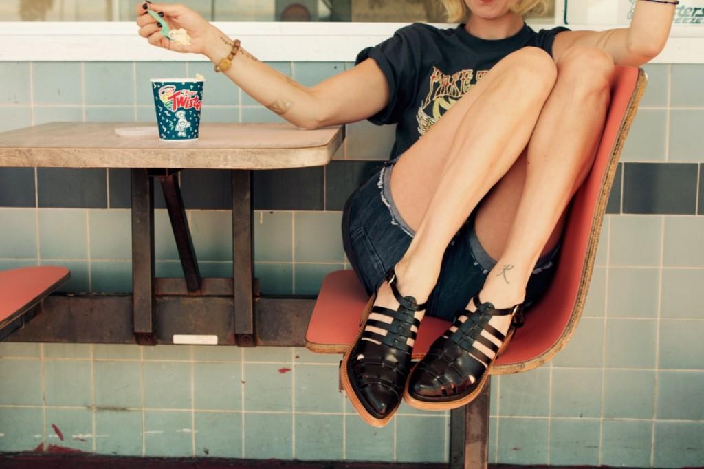 rebecca minkoff flat sandals black