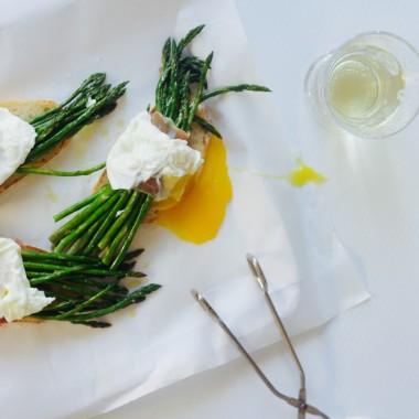 asparagus prosciutto poached egg