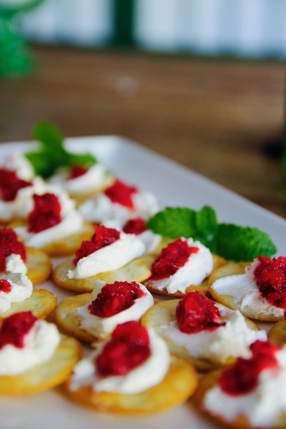 cranberry orange cream cheese crackers as an hors d'oeuvre