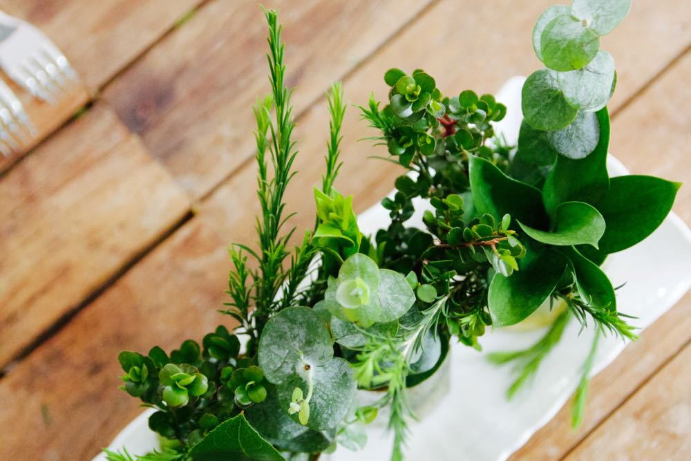 how to make an easy centerpiece using greens bought at the supermarket