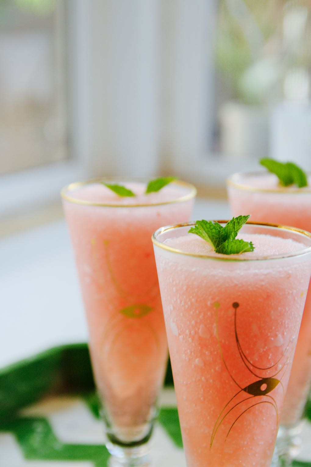 Easy recipe for making frosé or frozen rosé