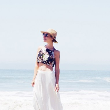 crop top and hat at the beach