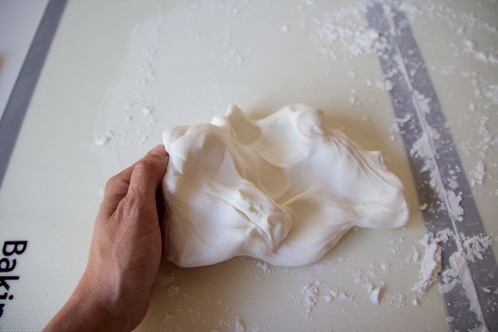 Easy step by step for how to use fondant cake icing