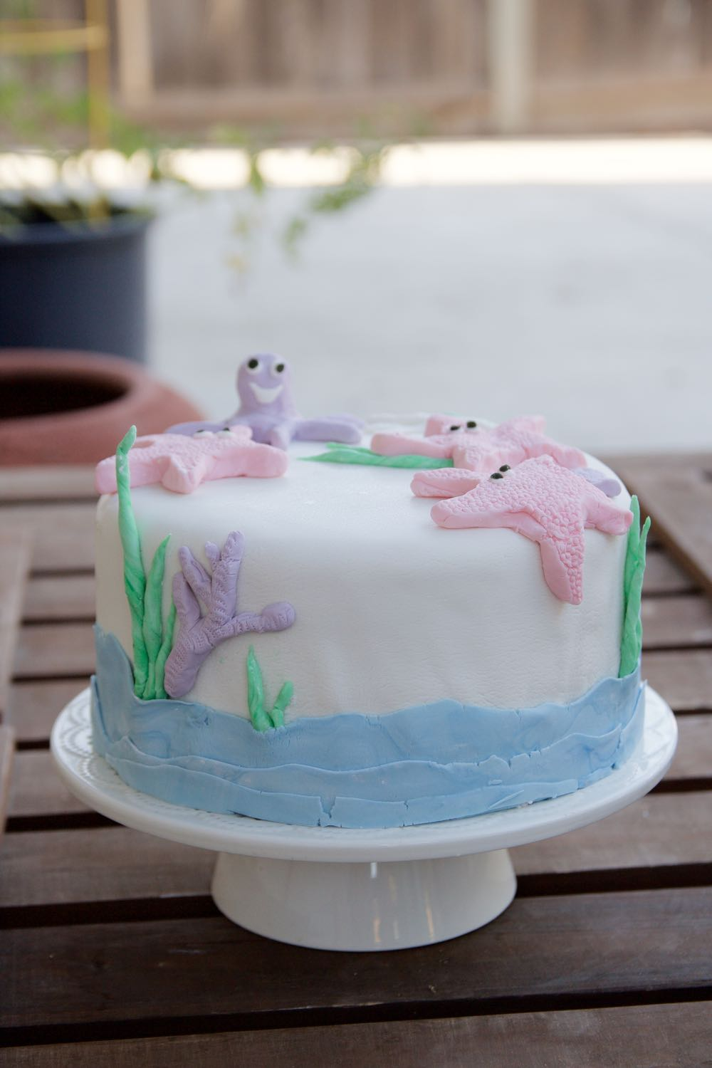 how to make a seashore themed fondant cake with sea creatures