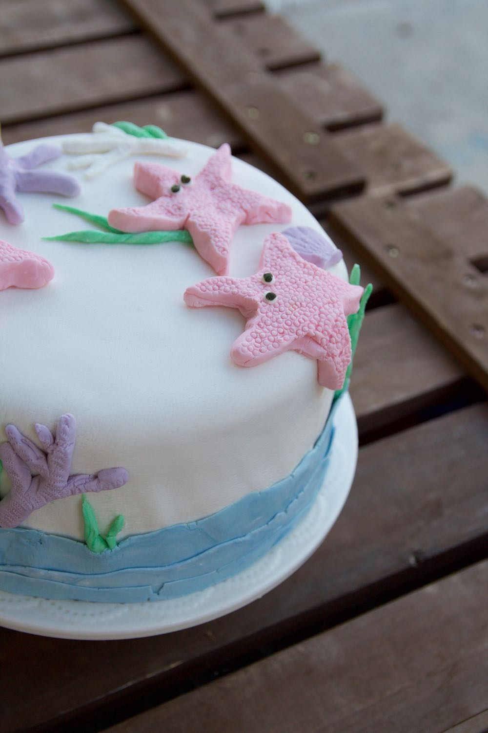 fondant cake with starfish, waves, and octopus