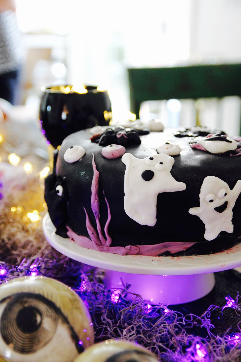 a fondant halloween cake to make for kids