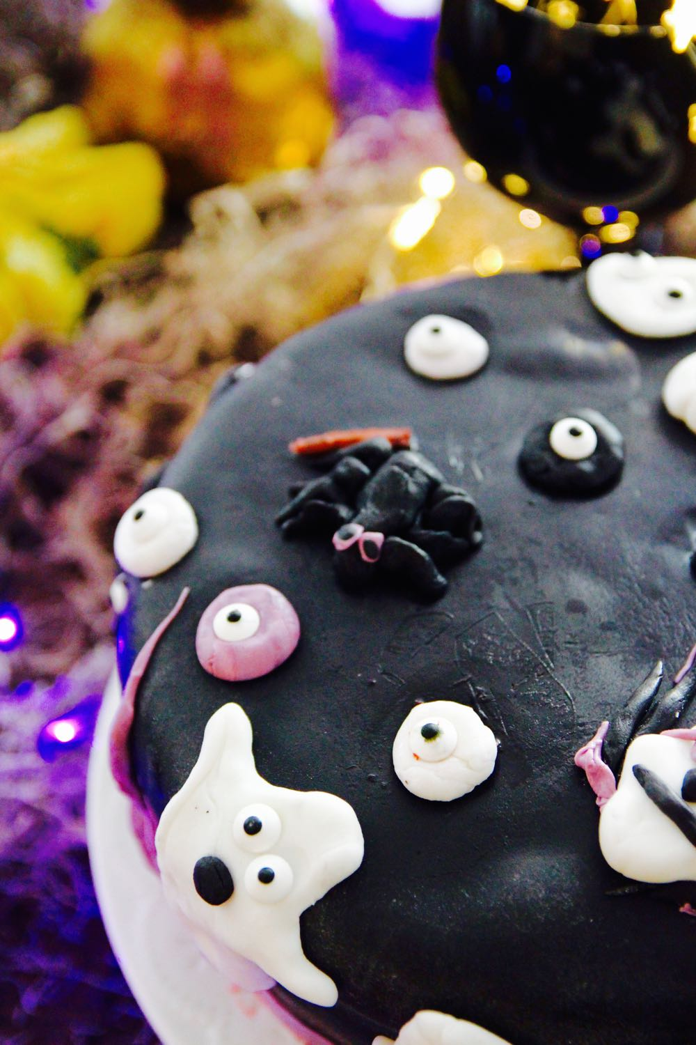 how to make a spooky fondant cake with ghosts for a halloween party