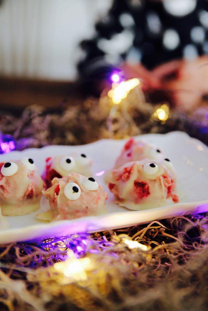 cute but creepy bite-size halloween dessert for kids