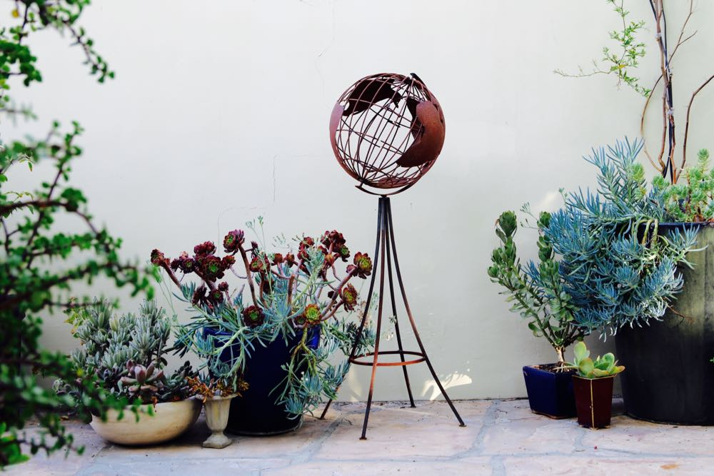 Unconventional outdoor decor with succulents