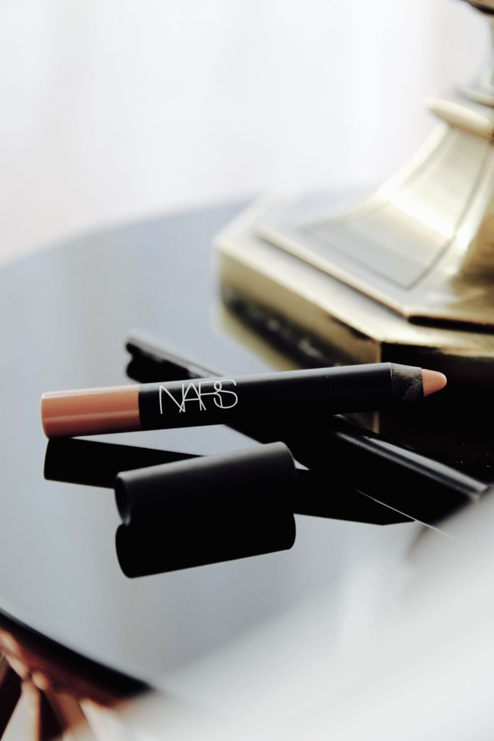 nars velvet matte lip pencil in belle de jour