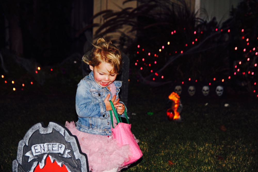trick or treating on halloween 2016