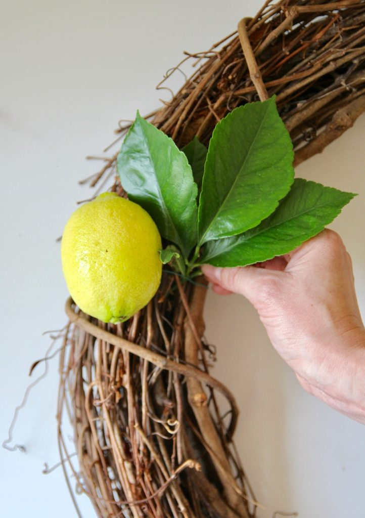how to make a simple wreath with lemons