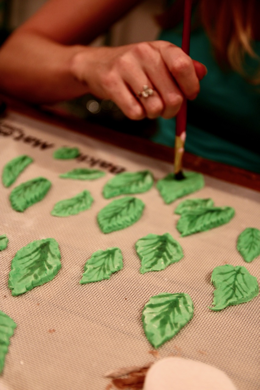 how to make realistic leaves from fondant