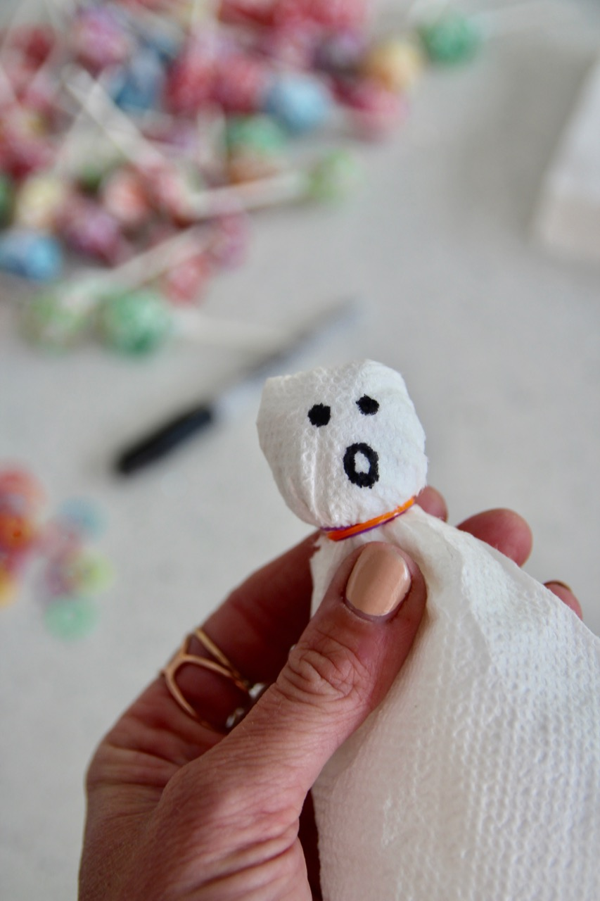 how to make lollipop ghosts out of napkins for a halloween party