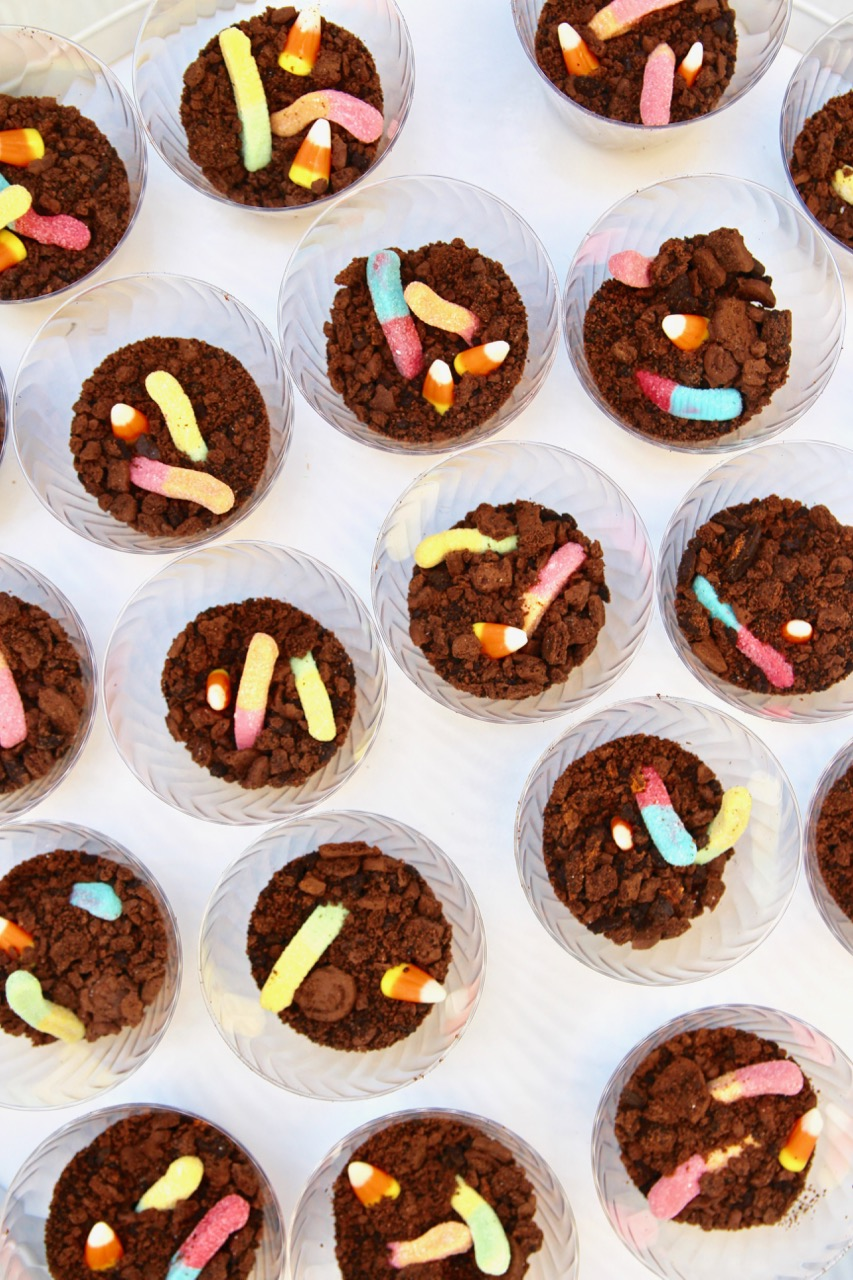 how to make worms and dirt treats for halloween