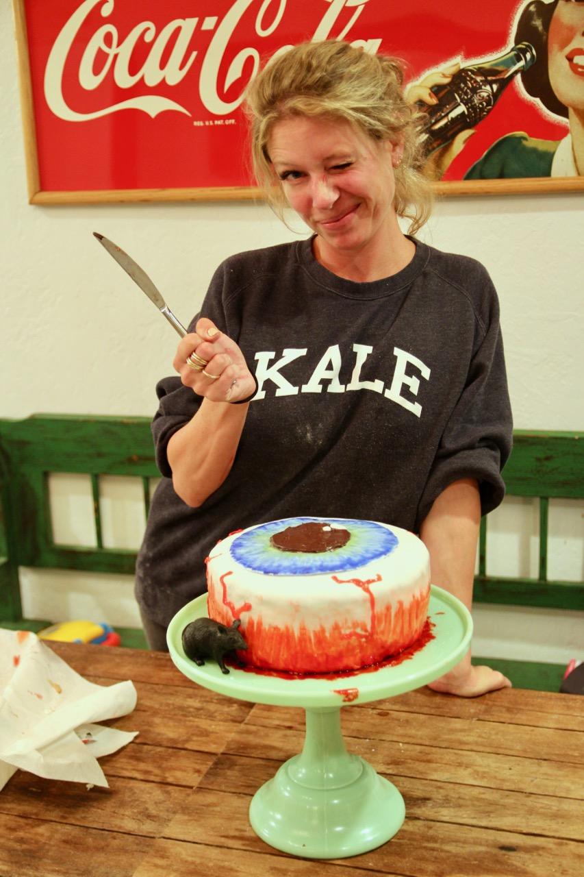 how to make a bloody bloodshot eyeball cake