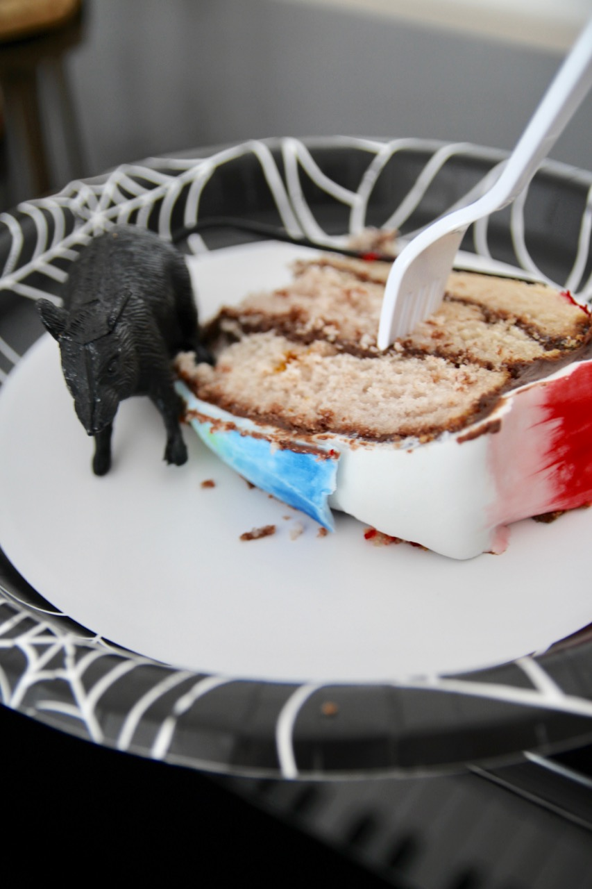 halloween cake with rats