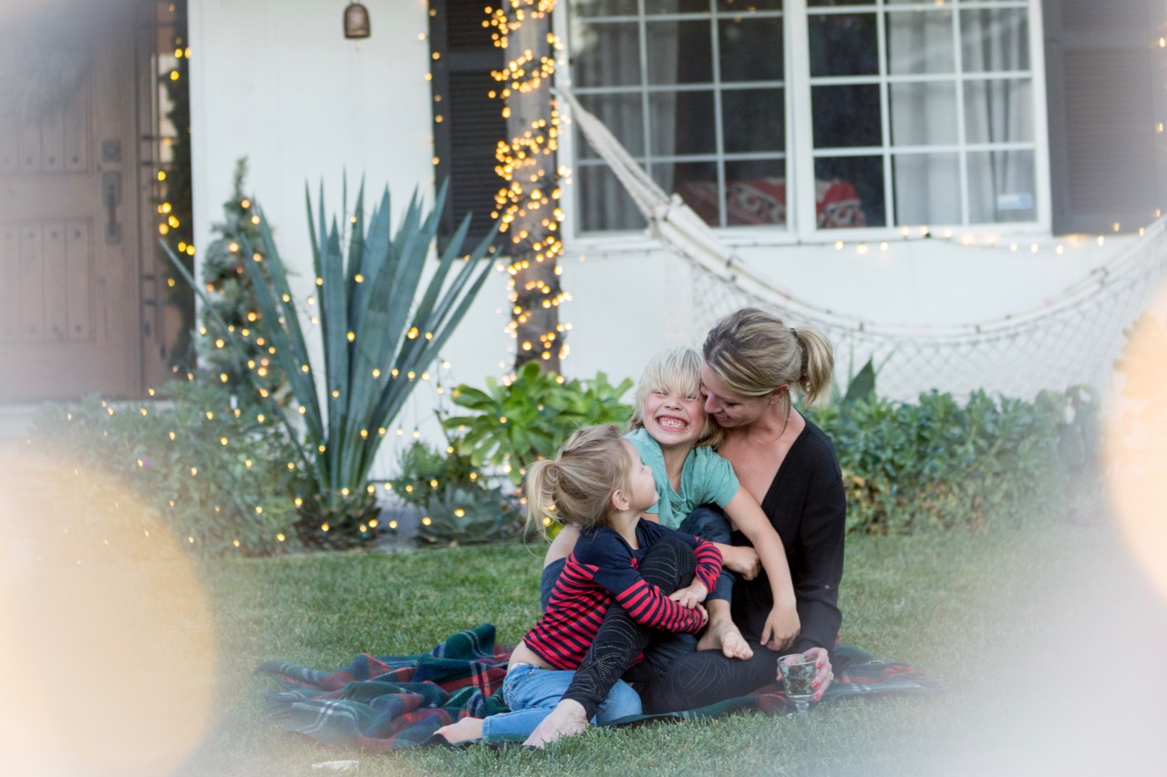 how to decorate your house inexpensively and beautifully for the holidays