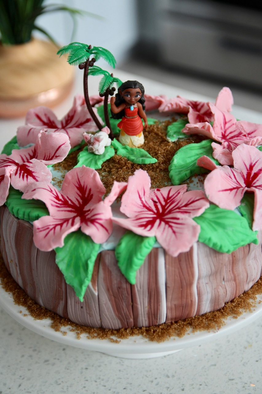how to make a Moana themed birthday cake