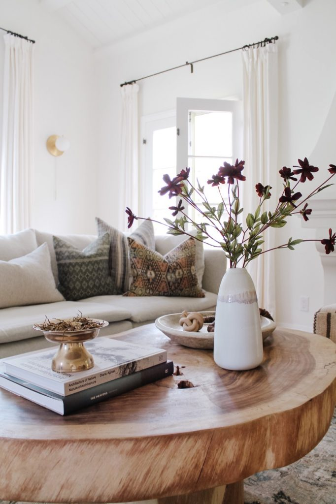 how to arrange a coffee table dried flowers