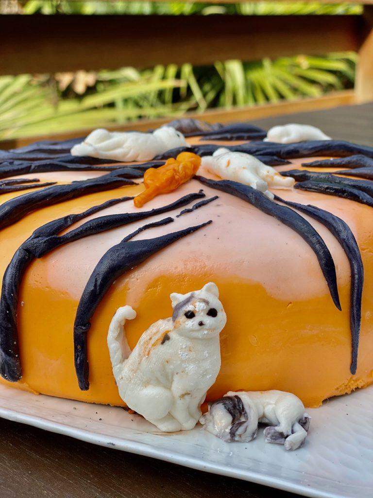 fondant cat cake with tiger stripes